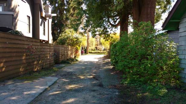 Cul-de-sac residential lane offers dreamy privacy on a public right-of-way. Photo: Naomi Reichstein